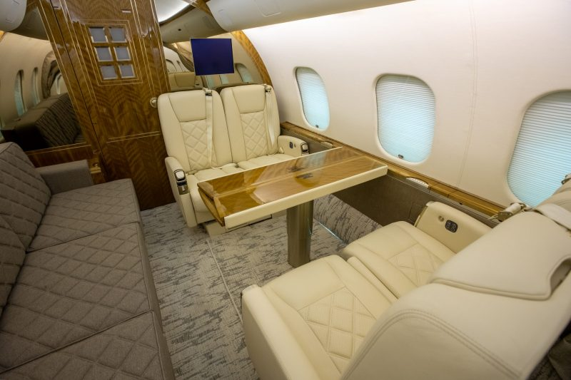 aircraft seating and table